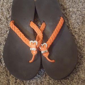 guess flip flops size 8